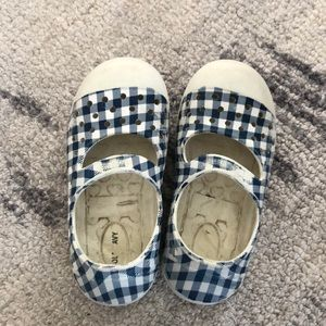 Old navy girls water shoes
